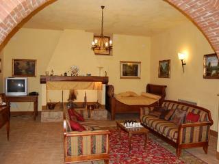 Spacious 6 bedroom Monticchiello House with Internet Access - Monticchiello vacation rentals