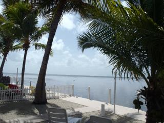 Oceanfront, with Dockage, 2br, 2 ba, Super clean a - Marathon vacation rentals