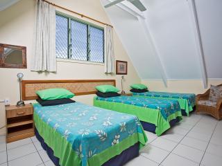 Cozy 2 bedroom Villa in Titikaveka with Deck - Titikaveka vacation rentals