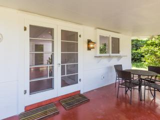 2 bedroom Villa with Internet Access in Lanikai - Lanikai vacation rentals