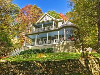 Lovely House with Deck and Internet Access - Montreat vacation rentals