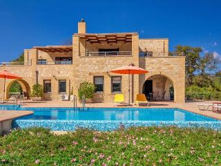 Beautiful 3 bedroom Villa in Tsivaras - Tsivaras vacation rentals