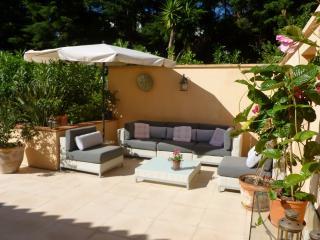 Charming Villa in Sotogrande with Grill, sleeps 10 - Sotogrande vacation rentals