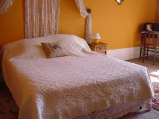 Chambre Orange - Senlis vacation rentals