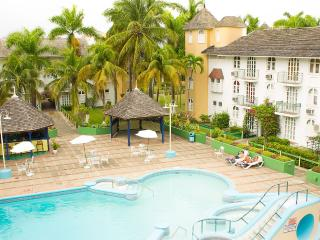 Gorgeous Ocho Rios 1 Bedroom Condo with Loft for 4 - Ocho Rios vacation rentals