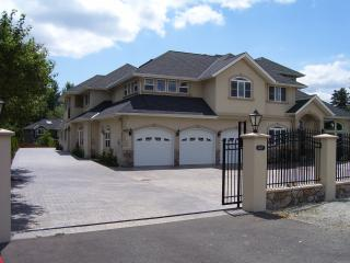 Spacious Villa For a Large Group WIFI - Bothell vacation rentals