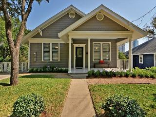 3BR/2BA Downtown Charming Bungalow, Sleeps 8 - Austin vacation rentals