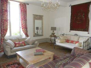 Sunny 3 bedroom Monflanquin House with Internet Access - Monflanquin vacation rentals