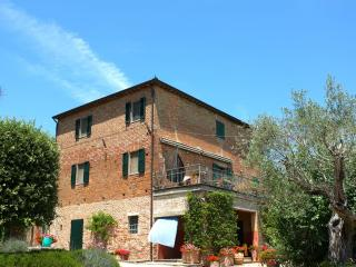 Casa Cantagallina - Large family holiday villa - Umbria vacation rentals