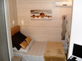 Stylish Grand studio 3 minutes from Mole Beach - Cap-d'Agde vacation rentals
