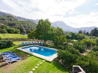 Charming 6 bedroom Pollenca Villa with Internet Access - Pollenca vacation rentals