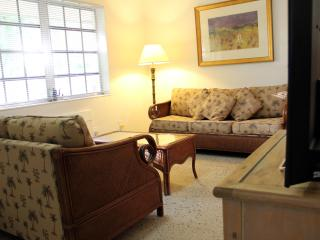 Tropical Getaway just off Las Olas, near Beaches - Fort Lauderdale vacation rentals