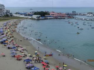 Ocean Front Condo on heart of Salinas across the beach - Salinas vacation rentals