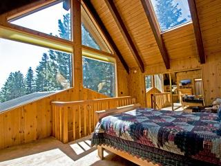Tahoe Donner House, Alpine Views, Hot Tub & Wifi - Tiburon vacation rentals