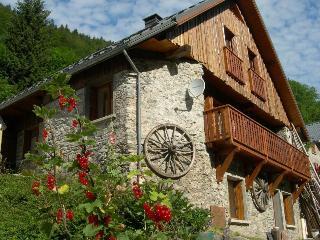 La Grange d'Articol, gîte Eau d'Olle - Allemont vacation rentals