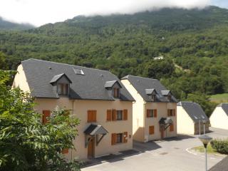 Cozy 1 bedroom Luz-Saint-Saveur Condo with Internet Access - Luz-Saint-Saveur vacation rentals