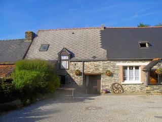 Beautiful stone self-catering accommodation Caurel - Caurel vacation rentals