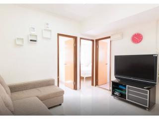 Spacious 2 bdr apt DOWNTOWN 1-6 ppl Minutes to MTR - Hong Kong vacation rentals