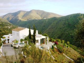 Villa Amores - relax, enjoy the view & heated pool - Canillas de Aceituno vacation rentals