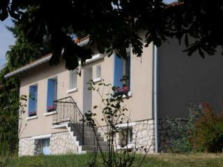Bright Gite with Internet Access and Tennis Court - La Roche Chalais vacation rentals