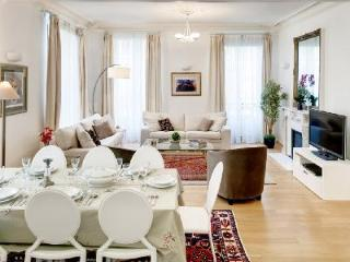 Chic Parisian Apartment Le Sainte Anne with Balcony in the Heart of the City - Paris vacation rentals