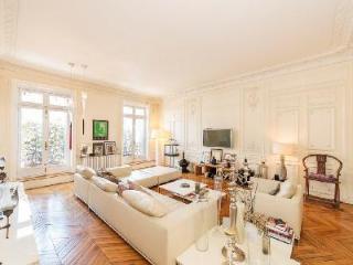 Superb Location! Spacious Apartment Avenue de L'Opéra in Historic Building - 1st Arrondissement Louvre vacation rentals