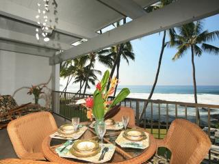 Stunning OCEANFRONT, AFFORDABLE, UPDATED condo! - Kailua-Kona vacation rentals