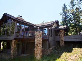 Kelleys Mountain Retreat: Panoramic RMNP Views, 5 Bedrms, Hot Tub, Horseshoe Pit, Wildlife - Estes Park vacation rentals