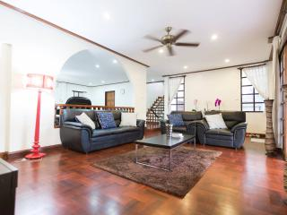 LARGE LUXURY CENTRAL 3BR HOUSE SUBWAY 5 MINS - Bangkok vacation rentals
