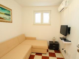 Nice 1 bedroom Arbanija Apartment with Internet Access - Arbanija vacation rentals