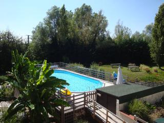 Fantastic gite, lovely gardens - Descartes vacation rentals