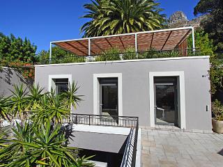 Cottage de la Mer, Bantry Bay, Cape Town, Sea views, great Pool & free Wi-Fi - Cape Town vacation rentals