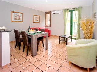 Apartment with elevator in the center of Barcelona (WIFI) - Barcelona vacation rentals