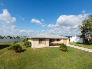 Lilsis by the Lake with 4 sleeps and heated pool - Port Charlotte vacation rentals