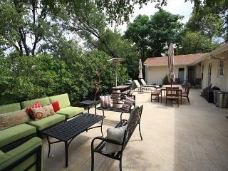 3BR/2BA Magnificent House & Outdoor Entertaining, South Austin, Sleeps 6 - Austin vacation rentals
