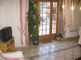 Spacious 4 bedroom House in Saint-Etienne-de-Baigorry with Television - Saint-Etienne-de-Baigorry vacation rentals