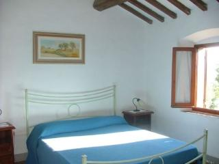 Cozy 3 bedroom Condo in Poggibonsi with Parking - Poggibonsi vacation rentals