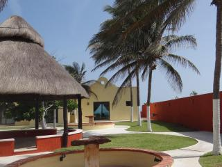 Break Away & Enjoy All That This Lovely, Luxurious Beach Treasure Has To Offer!! - Chelem vacation rentals