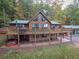 Tremendous 4 Bedroom Log Chalet w/ Stunning Mountain & Pastoral Views! - McHenry vacation rentals