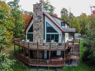 Gorgeous 4 Bedroom Mountain Log home w/ Hot Tub & Stunning Views! - McHenry vacation rentals