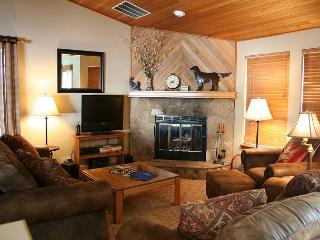 FV007 3rd Night Free Over Presidents' Day Weekend - Sunriver vacation rentals