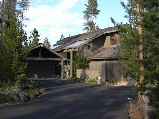 LPL09 3rd Night Free Over Presidents' Day Weekend - Sunriver vacation rentals