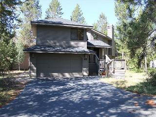 Red Cedar 53 Beautiful  home situated  off Cottonwood road. Great location. - Sunriver vacation rentals