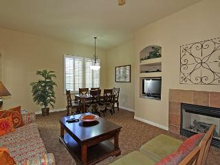 An Upstairs One Bedroom Legacy Villa with a Private Balcony and Fountain View - La Quinta vacation rentals