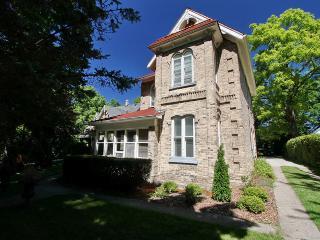 Kincardine Apartment 1 cottage (#914) - Kincardine vacation rentals