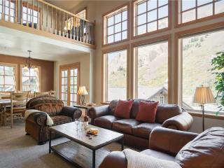 Charming 3 bedroom Apartment in Snowbird with Fireplace - Snowbird vacation rentals
