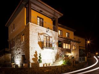 Cêrca dos Passais - Casa do Cruzeiro - piso 1 e 2 - Ponte da Barca vacation rentals
