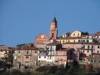 Nice Townhouse with Internet Access and Central Heating - Piano di Follo vacation rentals