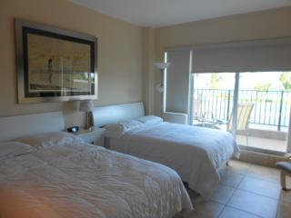 Cozy Ocean front studio with balcony - Miami Beach vacation rentals