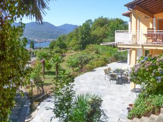 Italian Lakes 4 bedroom villa with heated pool and walking distance to lakeside - Poppino vacation rentals